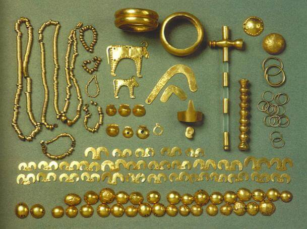 Early jewels and gold treasures from the Varna Necropolis.